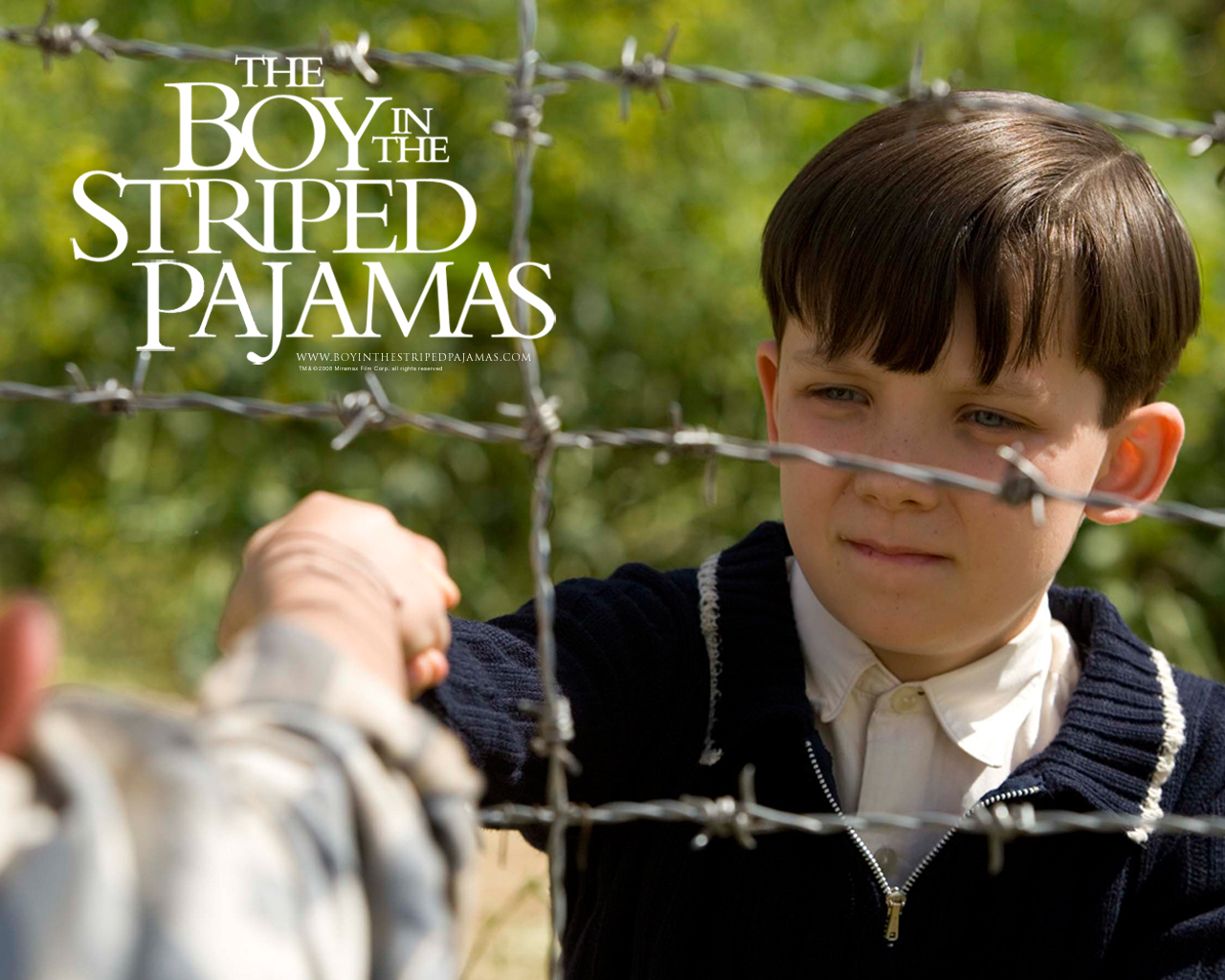 The boy in the striped pajamas: a inocência infantil se mescla com a dura realidade do nazismo.